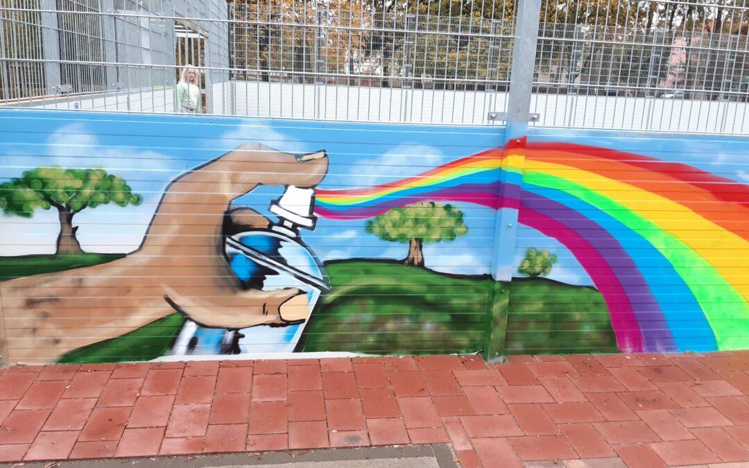 """Besser bunt Bolzen"" – Stadtwerke unterstützen coole Graffiti-Aktion"